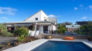Photo immobilière de villa avec piscine