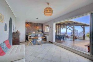 livingroom_location_saisonniere_La_Reunion