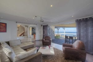 Livingroom avec vue mer