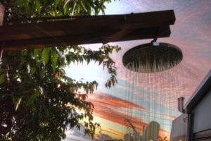 Douche extérieure & couché de soleil