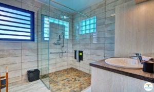 Photo grand angle salle de bain