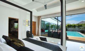 Chambre avec vue sur piscine