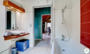 Photo lumineuse salle de bain